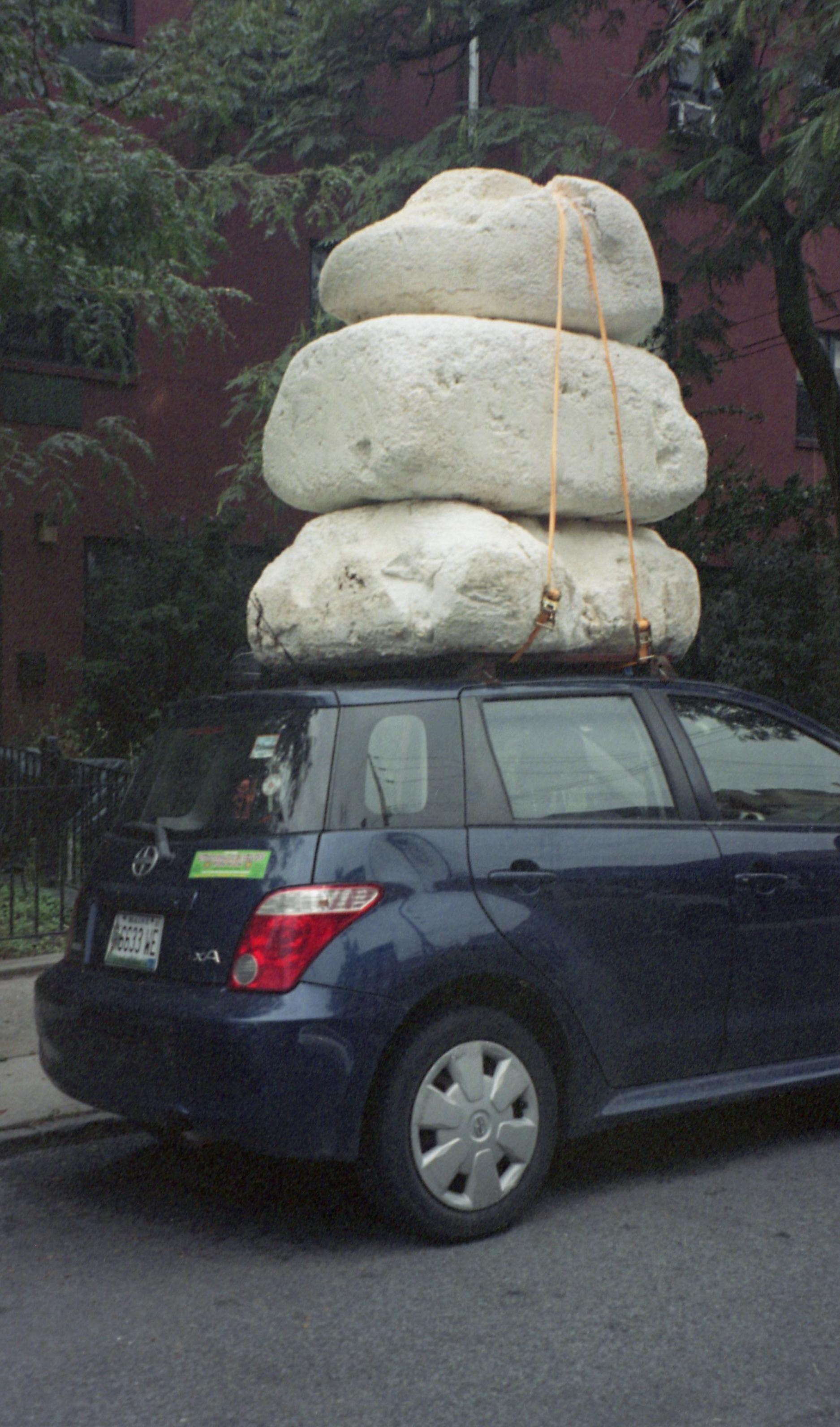 Piedras en el carro.jpg